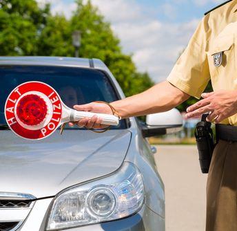 Polizei (Bild: shutterstock / Kzenon)