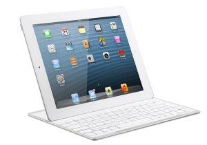 Der Standfuß in der Tastatur erlaubt verschiedene Blickwinkel auf das Apple-Tablet. (Bild: Archos).