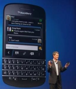 Blackberry-Chef Thorsten Heins präsentiert das Smartphone Q10 (Bild: News.com).