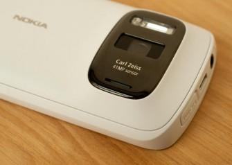 Mit dem 808 PureView hat Nokia seine 41-Megapixel-Technologie schon einmal ausprobiert (Bild: News.com).