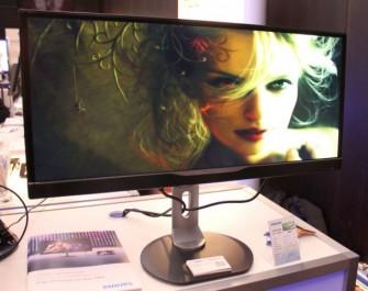 Philips richtet sich mit dem 298P4QJEB an Nutzer im gwrblichen Umfeld, die mehr Platz auf dem Monitor brauchen (Bild: Björn Greif/ZDNet.de)