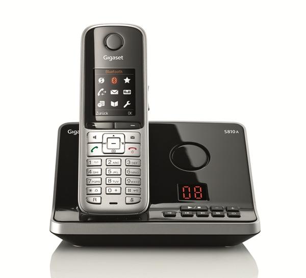 Das abgebildete Gigaset S810A dient auch als Kontaktmanager fürs Home Office, Telefonnummern und Kontakte auf vCard-lassen sich mit dem PC synchronisieren. Das Schnurlostelefon ist auch ohne Anrufbeantworter erhältlich. (Foto: Gigaset)