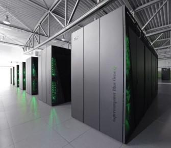 Juequeen besteht aus 393.216 Rechenkernen in 24 Racks (Bild: IBM)
