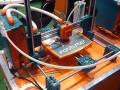 Der 3D-Drucker Fabbster während der CeBIT 2013 bei der Arbeit (Bild: ITespresso).