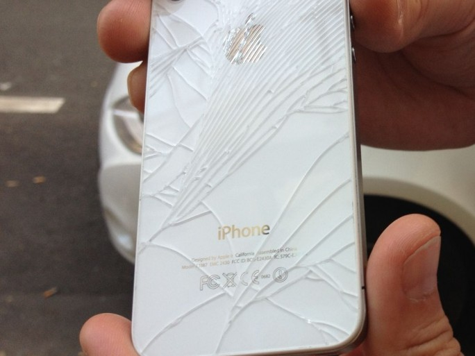 Kaputtes iPhone (Bild: Kai Schmerer)