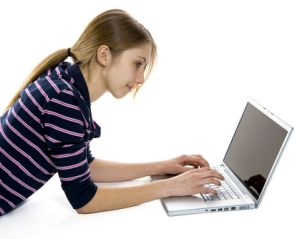 Siurfende Studentin (Bild: Shutterstock)
