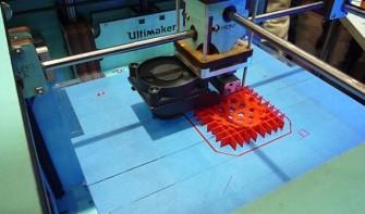 Der Ultimaker aus den Niederlanden beim 3D-Druck während der CeBIT 2013 (Bild: ITespresso).