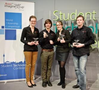 Die vier Dresdner Studenten hinter der App metapollic dürfen nun zum internationalen Finale des Imagine Cup 2013 nach St. Petesburg fahren (Bild: Microsoft).
