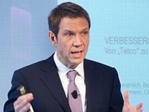 Telekom-Chef René Obermann wehrt sich gegen die Kritik an der DSL-Drosselung (Bild: Telekom).