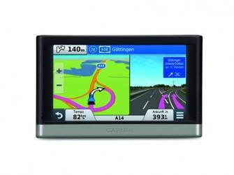 Aktiver Fahrspurassietent und Traffic Splitscreen bei den neuen Garmin-Navigationsgeräten (Bild: Garmin)