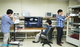 """Samsung hat bei Tests im Labor  mit Mobilfunktechnik erstmals die """"Schallmauer"""" von 1 GBit/s durchbrochen (Bild: Samsung)."""