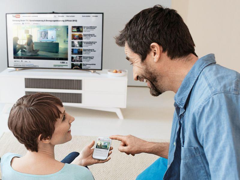 samsung spendiert k ufern eines smart tvs ein smartphone. Black Bedroom Furniture Sets. Home Design Ideas