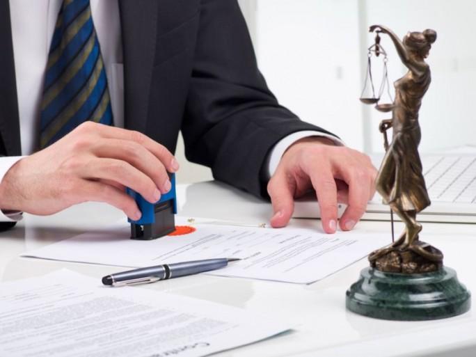 Anwalt bei der Arbeit (Bild: Shutterstock)