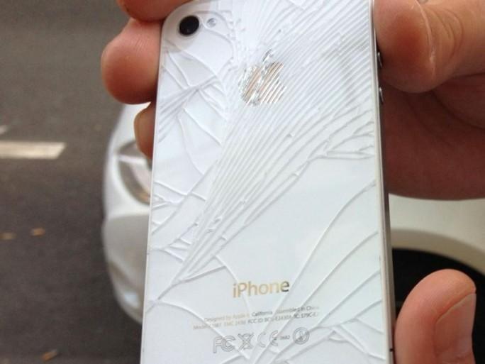 iphone-weiss-geborsten (Bild: Kai Schmerer)