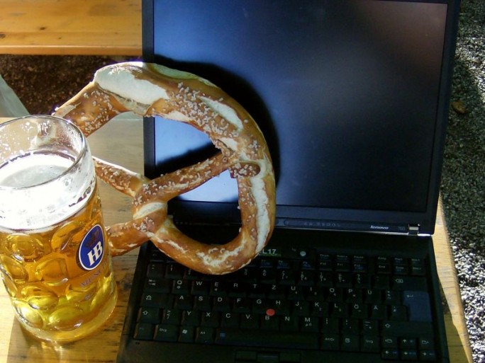 laptop-bierkrug-wlan (Bild: Peter Marwan)