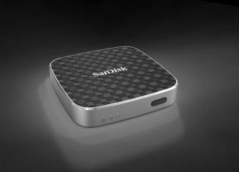 Das 6,5 mal 6,5 mal 1,35 Zentimeter große SanDisk Connect Wireless Media Drive kommt erst im vierten Quartal in Deutschland in den Handel (Bild: SanDisk).