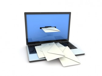 e-mail-laptop