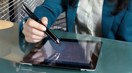 Mit der Gummispitze lässt sich der Stift von Livescriber auch zur Bedienung des Touchdisplays nutzen. (Foto: Livescribe))