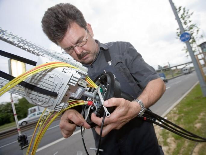 Telekom-Mitarbeiter beim VDSL-Ausbau
