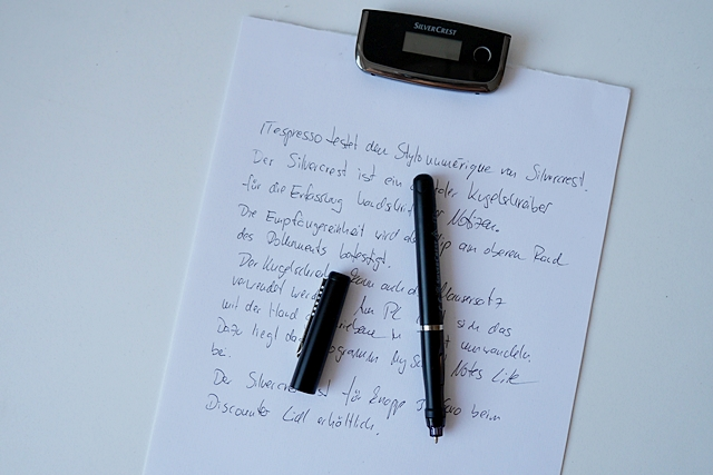 Der digitale Kugelschreiber ist leicht und liegt gut in der Hand (Foto: Mehmet Toprak).