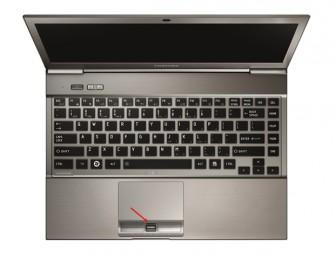 Die Toshiba-Notebooks der Z-Serie sind standardmäßig mit der Sicherheitstechnik Easy Guard ausgerüstet. Das Foto zeigt ein Portégé Z930 mit Fingerabdruckleser (Pfeil). (Foto: Toshiba)