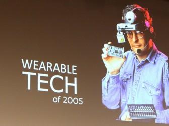 So stellte man sich 2005 vor, wie Wearables in Zukunft aussehen könnten. Design war damals nicht wichtig (Bild: Andre Borbe).