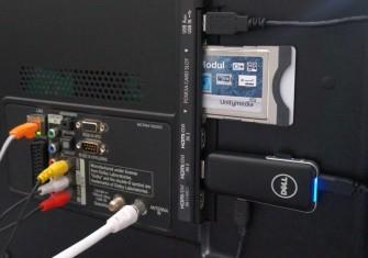 Dell Wyse Cloud Connect an einem Fernseher (Bild: Christian Lanzerath)