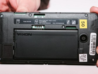 nokia-lumia-630-von-hinten