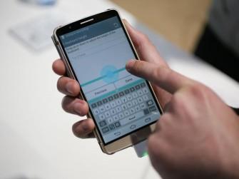 Das LG G3 besitzt ein 5,5 Zoll großes IPS-LC-Display, das eine Auflösung von 2560 mal 1440 Bildpunkten bietet - und so auf eine Pixeldichte von 538 ppi kommt (Bild: CNET).