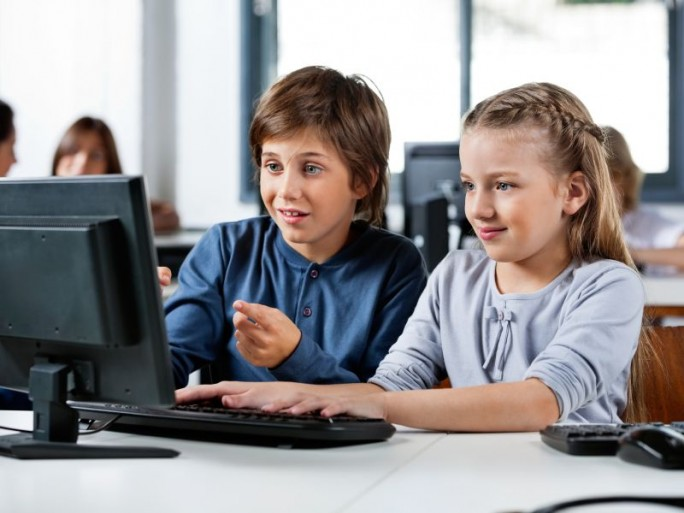 Univention komplettiert Schullösung UCS@school (Bild: Shutterstock / Tyler-Olson)