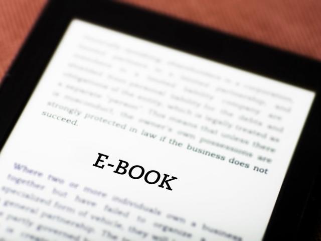 Mehrwehrtsteuer auf E-Books und Hörbücher soll gesenkt werden (Bild: Shutterstock/Leszek Glasner)