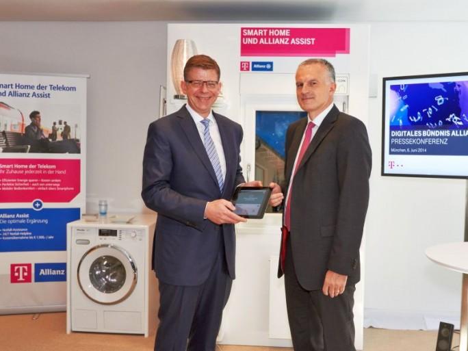 Telekom-Vorstand Reinhard Clemens und (links im Bild) und Christof Mascher, Vorstandsmitglied der Allianz SE (Bild: DTAG)