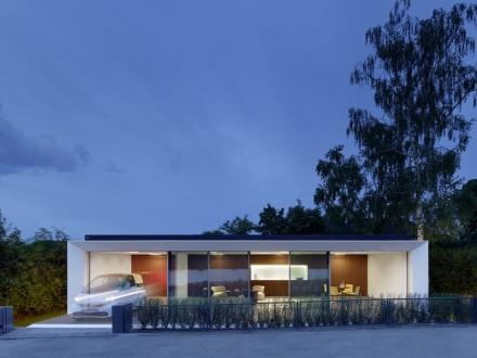 Das Aktivhaus erzeugt zweimal so viel Strom wie es benötigt. Dieser kann zum Beispiel für das Laden eines Elektroautos verwendet werden (Bild: Zooey Braun, Stuttgart).