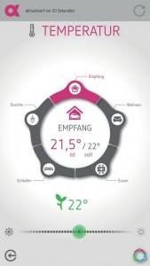 Über eine speziell für das Aktivhaus entwickelte App können die Bewohner die Funktionen des Smart Homes steuern (Bild: AlphaEos).