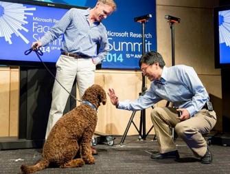 Microsoft-Forschungsleiter Harry Shum bei der Präsentation von Project Adam (Bild: Microsoft).