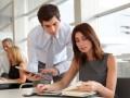 Situation im Büro (Bild: Shutterstock / Goodluz)