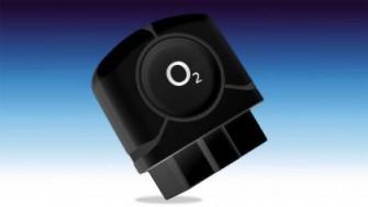 Der zur Aufrüstung des Fahrzeugs erforderliche ODB-II-Stecker ist im Paket O2 Car Connection bereits enthaten (Bild: O2)