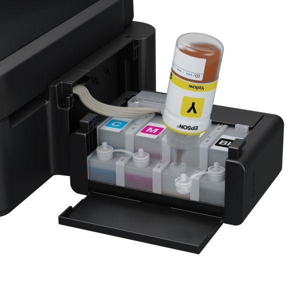 So funktioniert das Befüllen der Tintentanks bei den Epson EcoTank-Druckern (Bild: Epson).