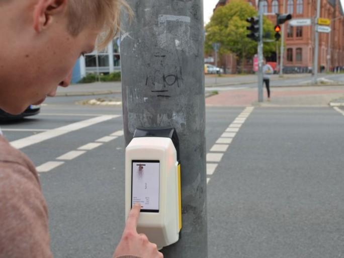 Letzter Test von StreetPong vor der Inbetriebnahme kommende Woche in Hildesheim (Bild: HAWK)
