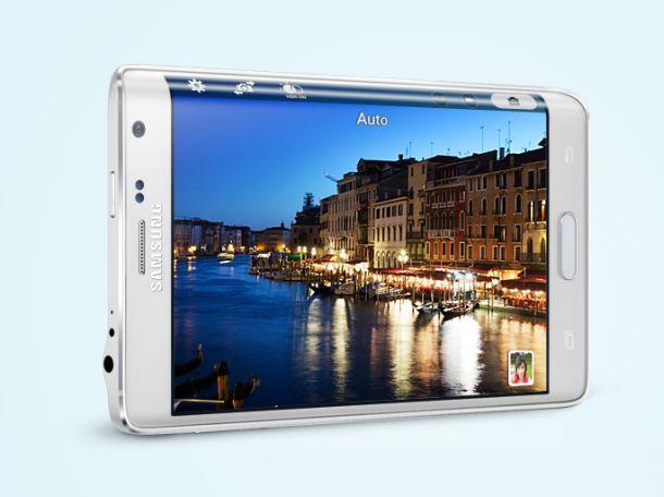 Das Display des Galaxy Note Edge misst 5,6 Zoll und ist an der rechten Seite gebogen (Bild: Samsung).