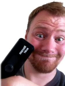 Welche Geheimnisse birgt der USB-Speicher? Wenn der Mitarbeiter seiner Neugierde nicht widerstehen kann, kann die Sicherheit seines Arbeitergebers, von Kollegen, Kunden oder Bürgern bedroht sein (Bild: Kaspersky).