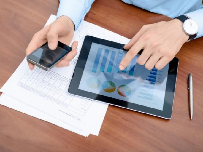 Chef mit Tablet (Bild: Shutterstock)