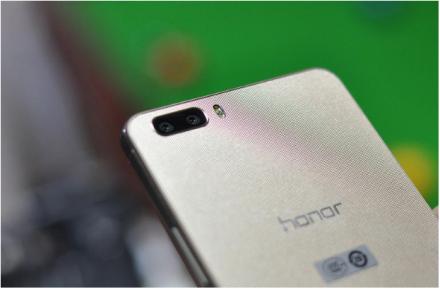 Die Rückseite des Honor 6 Plus mit den beiden 8-Megapixel-Kameras (Foto: Aloysius Low/CNET)