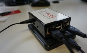 Der Ionas-Server besteht aus einem Mini-Rechner und einer externen Festplatte (Bild: Ionas)