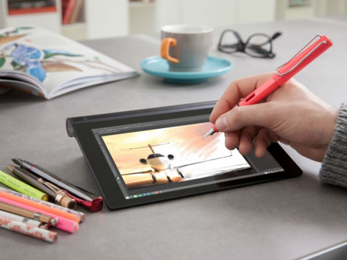 Dank der AnyPen-Technik lässt sich das Yoga Tablet 2 mit nahezu jedem beliebigen Stift bedienen (Bild: Lenovo).