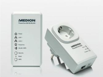 Das Set Medion Life P85150 besteht aus einem WLAN-Adapter (links) und dem Powerline-Adapter (rechts). Es wird bei Aldi Nord für rund 50 Euro angeboten (Bild: Medion).