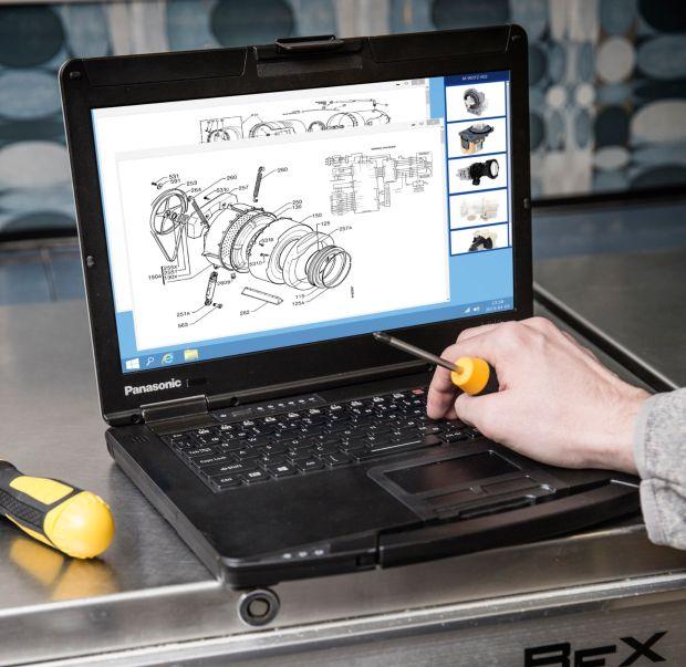 Das Toughbook CF-54 richtet sich zum Beispiel an Techniker im Außendienst, die Reparaturen und Instandhaltungstätigkeiten in Werkshallen und Werkstätten durchführen (Bild: Panasonic).