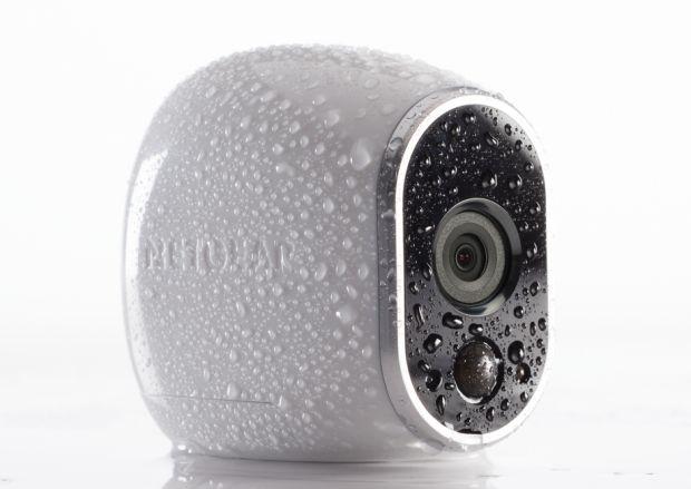 Die lediglich 7,11 mal 6,35 mal 4,0 Zentimeter große und 113 Gramm schwere Arlo-Kamera erfüllt die Anforderungen der Schutzklasse IP65 udn ist damit auch für den Außeneinsatz geeignet (Bild: Netgear).