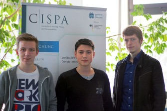 Die Saarbrücker Informatik-Studenten Kai Greshake, Eric Petryka und Jens Heyens (v.l.n.r.) haben eine gravierende Sicherheitslücke in Open-Source-Datenbanken des Typs MongoDB im Internet entdeckt (Bild: Universität des Saarlandes)