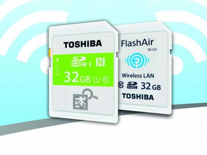 Toshibas drahtlose SD-Karten müssen nicht mehr in den Leser gesteckt werden: NFC- und WLAN-Versionen übertragen die Inhalte auch berührungslos (Bild: Toshiba).